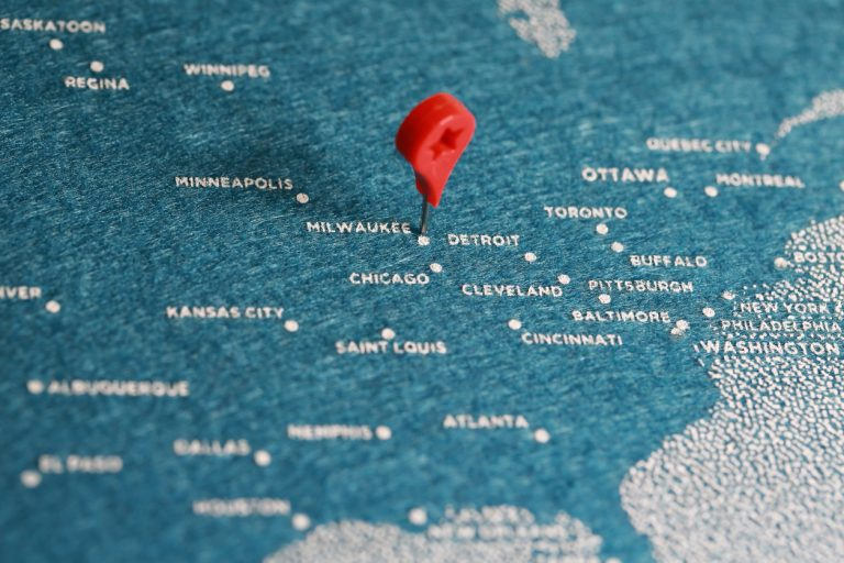 Map of the US with red pin marking Milwaukee, WI